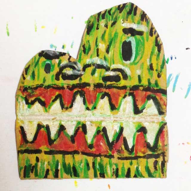 pukumuku/プクムクが段ボールに描く「怪獣」