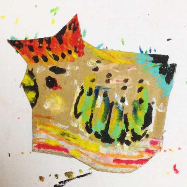 pukumuku/プクムクが段ボールに描く「ニワトリ」