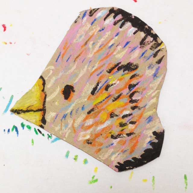 ダンボールにハートの鳥を描く。完成イラスト