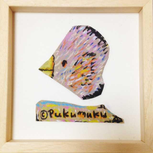 ダンボールにハートの鳥を描く。額装