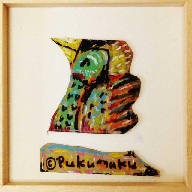 ダンボールにカラフルな鳥を描く。額装