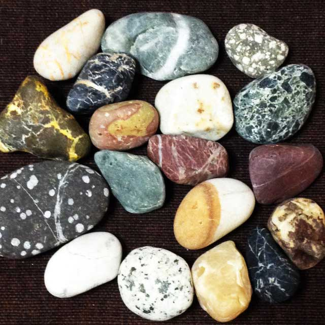ラベンダービーチと親不知海岸「拾った石」