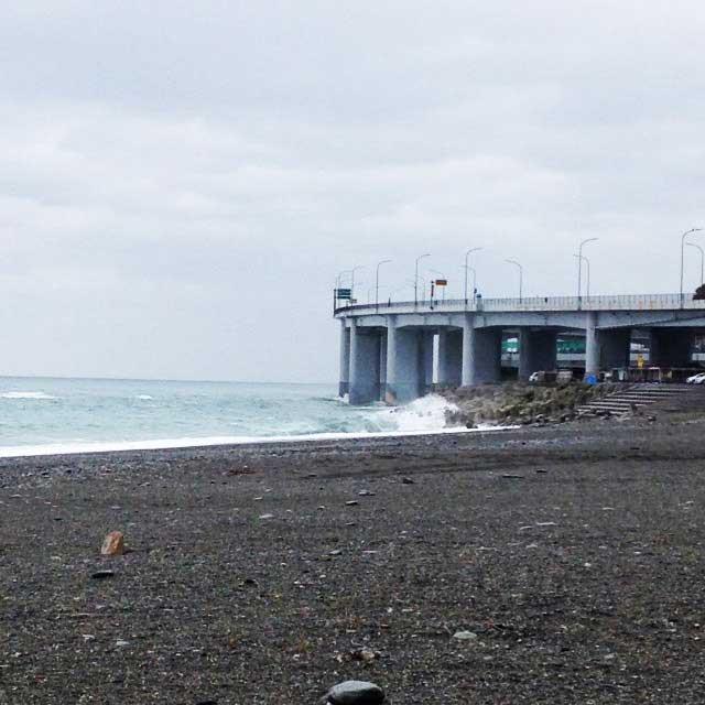 ラベンダービーチと親不知海岸「親不知海岸の波」