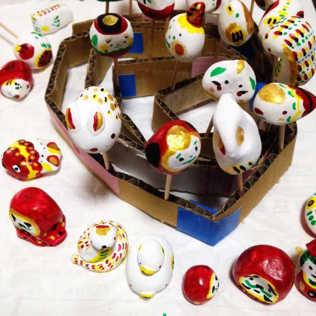 紙粘土、土人形を作る「金色、その他の色」