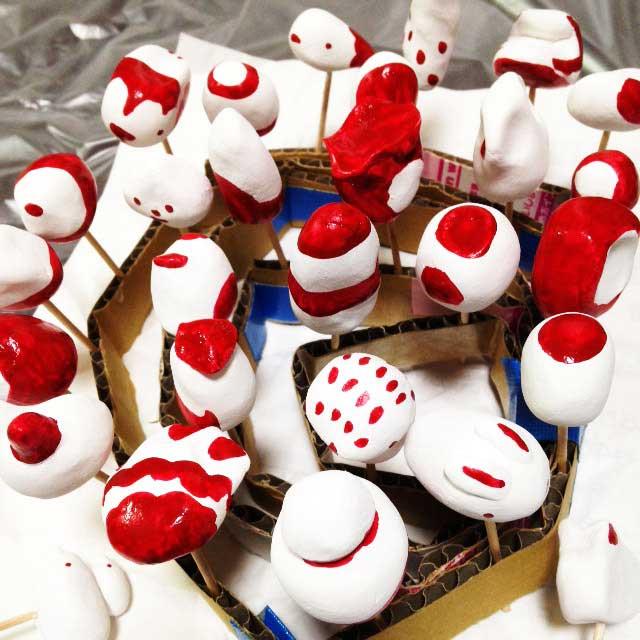 紙粘土、土人形を作る「赤」