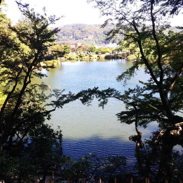 金沢・兼六園に行く「霞ヶ池」