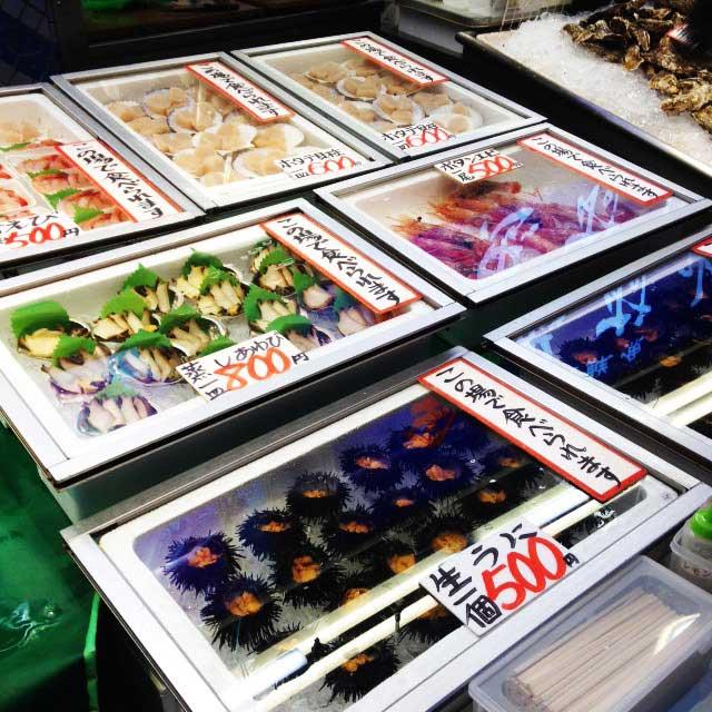 金沢・兼六園に行く「近江町市場食べ歩き」
