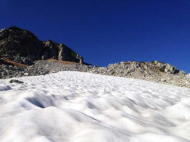 黒部・立山を歩く「山崎カールの万年雪」