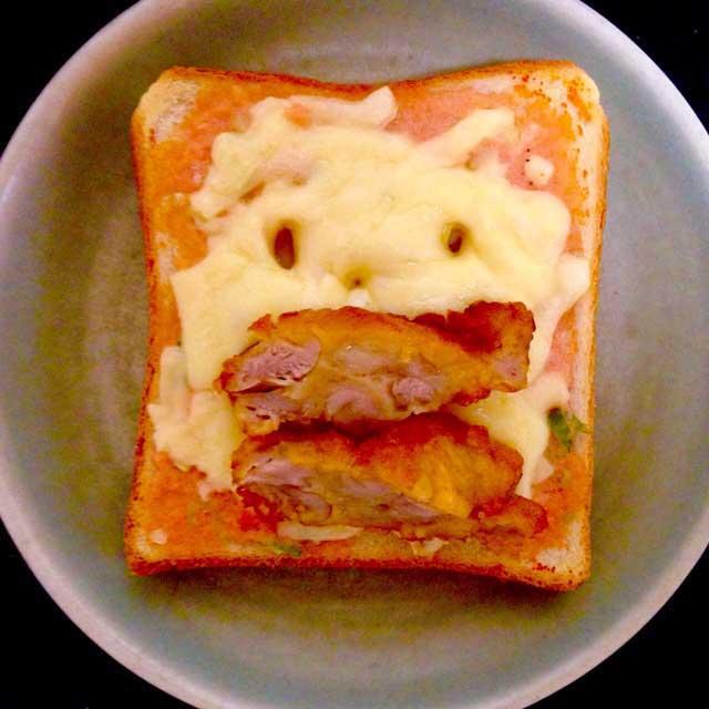 かおごはん「タラコと唐揚げトースト」