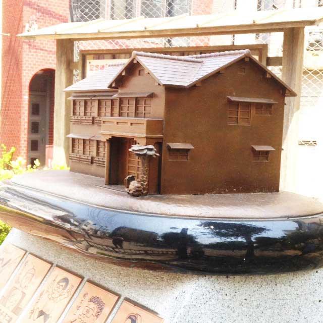 トキワ荘跡地とラーメン松葉「記念碑」