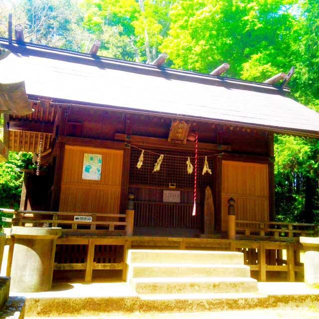 ユガテ、顔振峠、越上山を歩く「諏訪神社」