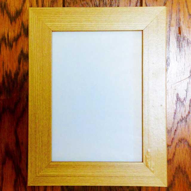 100均の額縁(フレーム)選び「ポストカードサイズのナチュラルな木製フレーム」