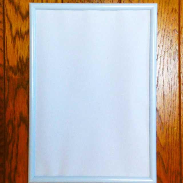 100均の額縁(フレーム)選び「A4タイプの白いアルミフレーム」