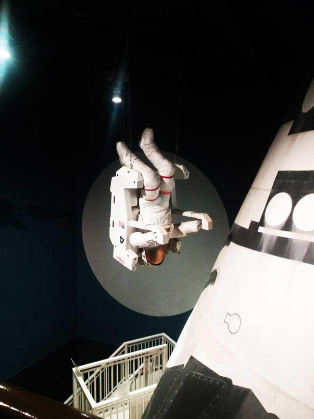 多摩六都科学館へ資料探し「天井から宇宙飛行士」