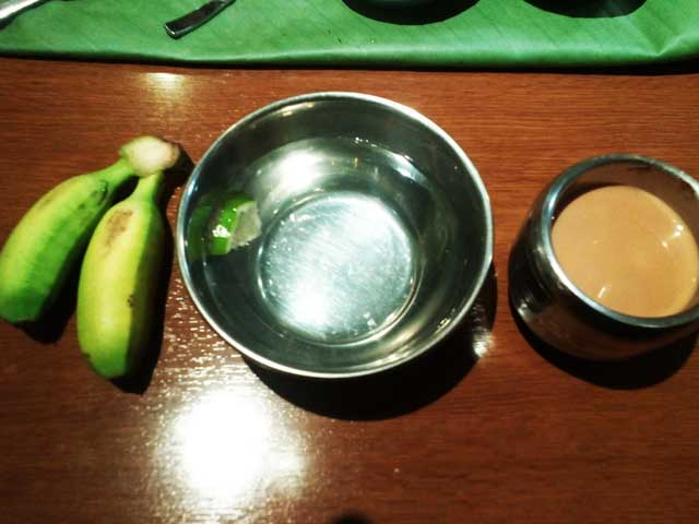 ケララオーナムサディア「フィンガーボウルとチャイとバナナ」