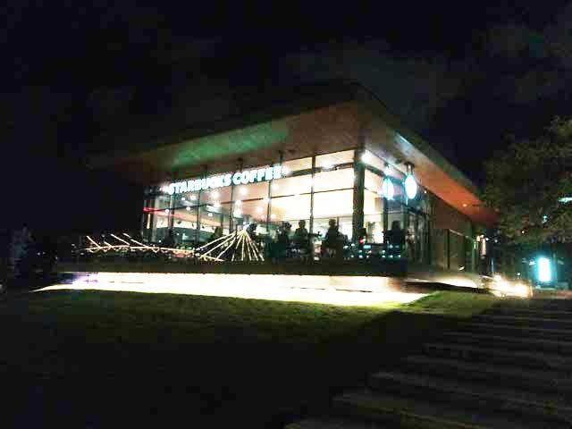 飛騨古川・高山へ行く「スターバックス富山環水公園店」