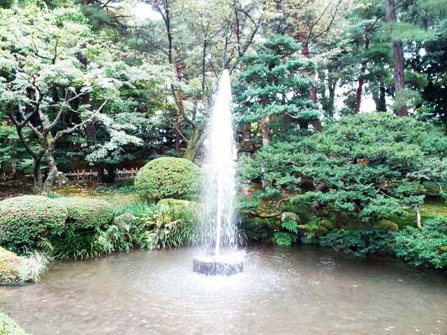 金沢・兼六園、ひがし茶屋街へ行く「兼六園散策、噴水」