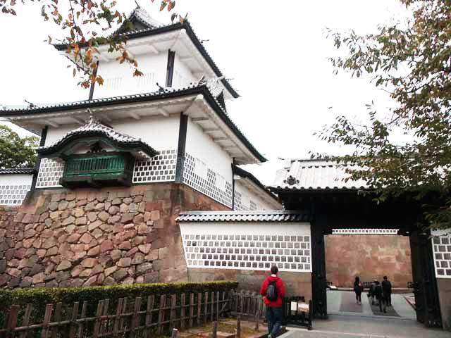 金沢・兼六園、ひがし茶屋街へ行く「金沢城」