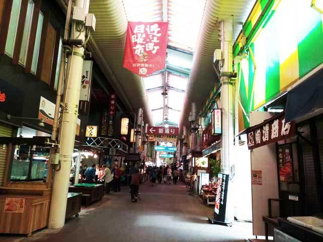 金沢・兼六園、ひがし茶屋街へ行く「近江町市場」