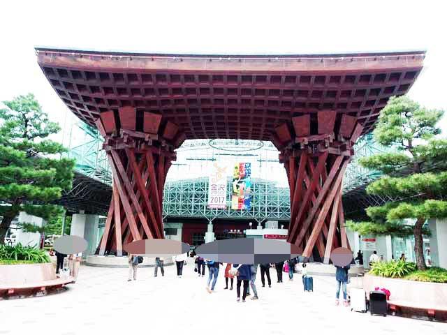金沢・兼六園、ひがし茶屋街へ行く「鼓門」