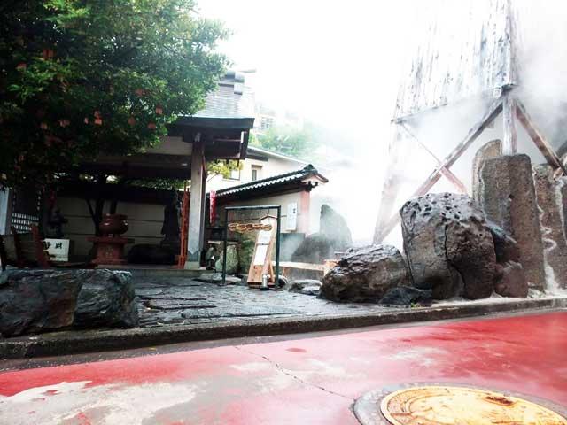 熱川バナナワニ園へ行く「お湯かけ弁財天」