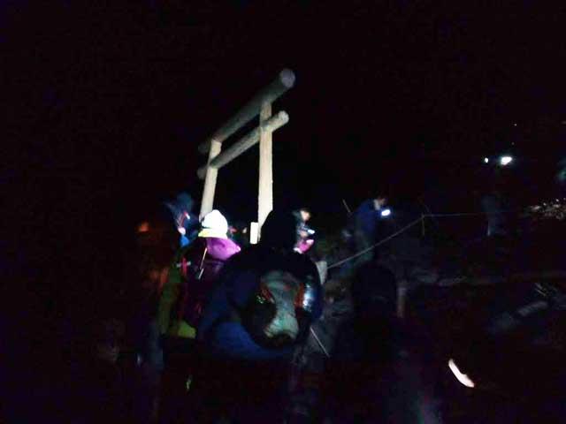 富士山に登る2「鳥居」