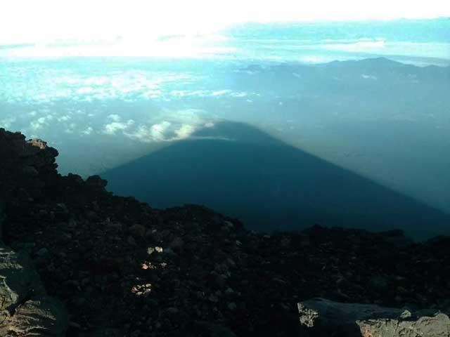富士山に登る3「富士山の影」