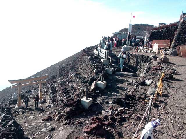 富士山に登る3「お鉢巡り完了」