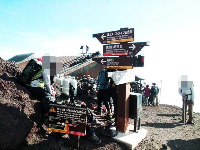富士山に登る3「七合目トイレ」