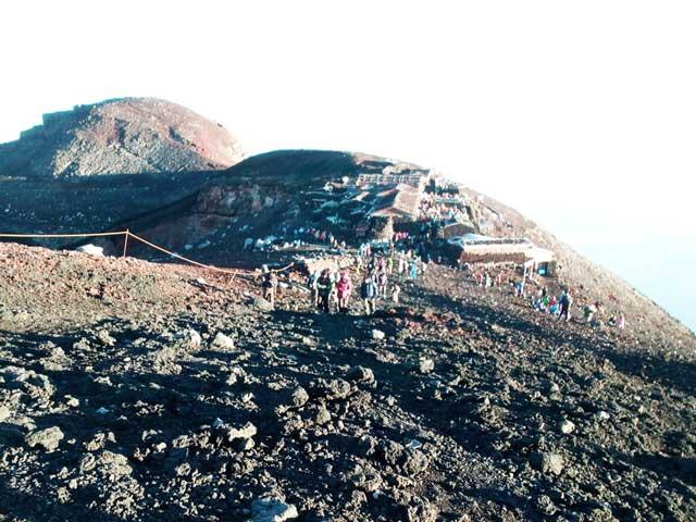 富士山に登る3「右回りお鉢巡り」