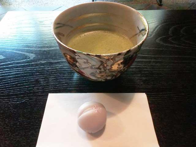 富山を散策する「お茶」