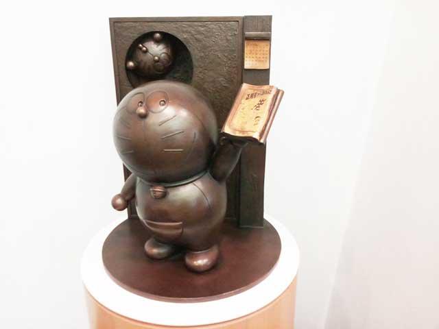 富山・高岡を散策する「ドラえもん銅像」