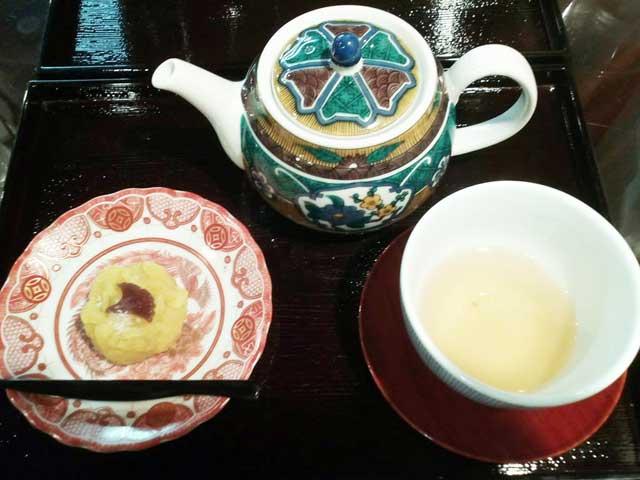 金沢を散策する「棒茶」