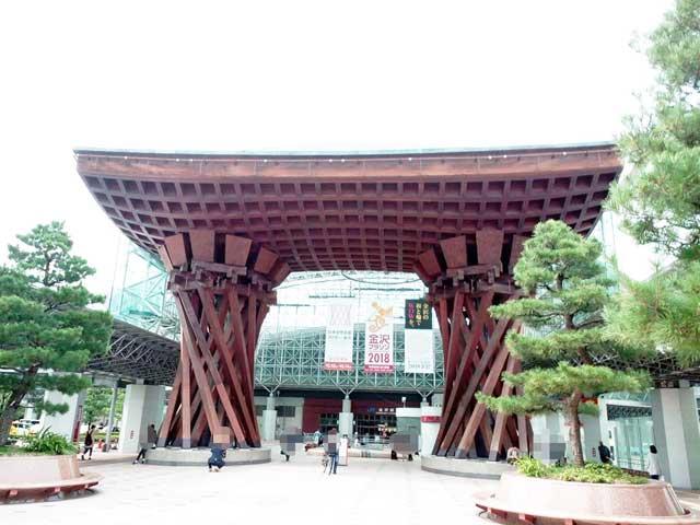 金沢を散策する「金沢駅」