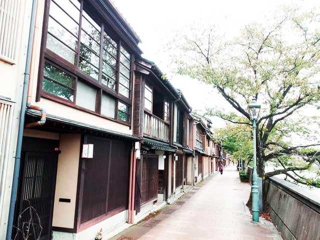 金沢を散策する「主計町」