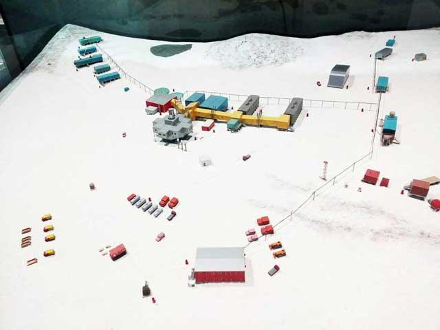 極地研究所へ行く「昭和基地模型」