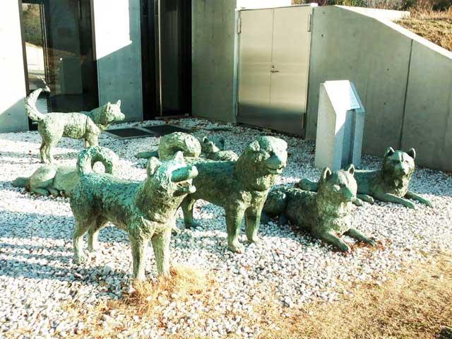 極地研究所へ行く「樺太犬モニュメント」