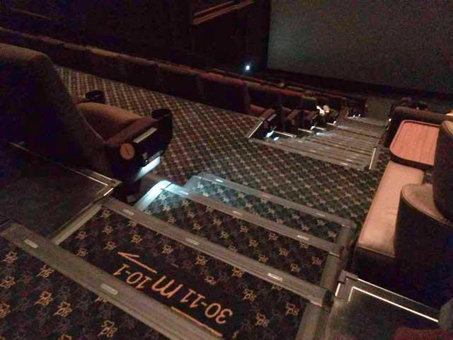 グランドシネマサンシャインに行く「階段」