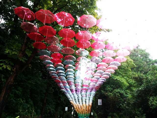 アンブレラスカイ 「赤い傘」