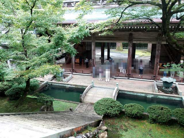 永平寺へ行く「山門さんもん」