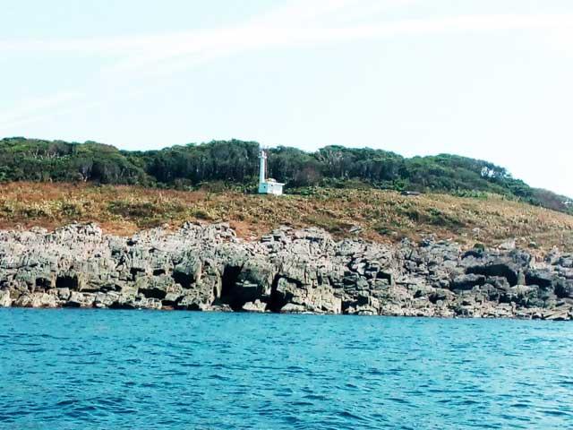 東尋坊へ行く「雄島の灯台」