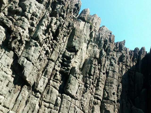東尋坊へ行く「断崖絶壁」